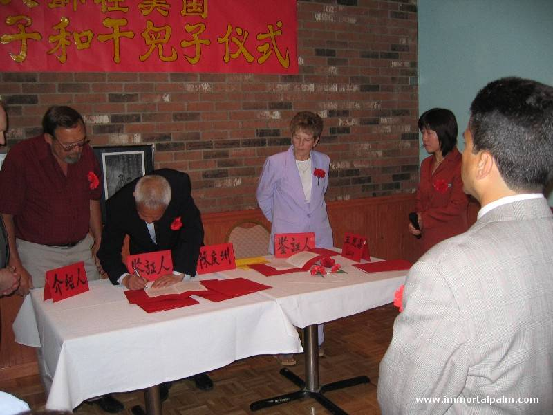 Carl Dechiara's teacher Grandmaster Chen Qingzhou signing