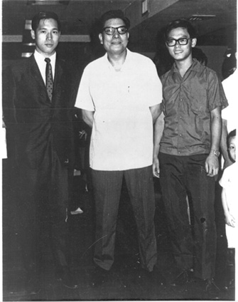 Carl Dechiara's teacher Master Kenneth Chung (1991-2010) with Leung Sheung